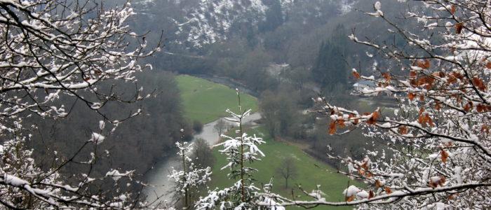 Bild: Winterlicher Ausblick ins Ourtal
